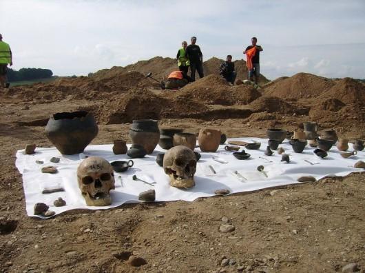 Polska - W okolicach Legnicy natrafiono na doskonale zachowane cmentarzysko sprzed 4000 lat -6