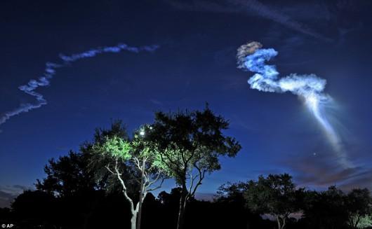 Przylądek Canaveral, USA - Wystartowała rakieta Atlas V i rozświetliła niebo na niebiesko -3