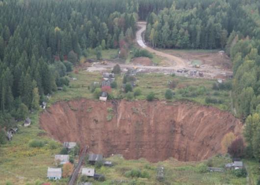 Solikamsk, Rosja - W 10 miesięcy zapadlisko kilkukrotnie się powiększyło pochłaniając domy -2
