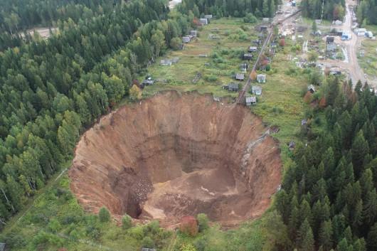 Solikamsk, Rosja - W 10 miesięcy zapadlisko kilkukrotnie się powiększyło pochłaniając domy