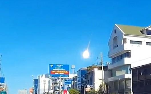 Tajlandia - Duży meteor nad Bangkokiem