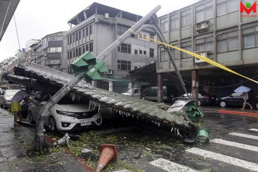 Tajwan - Ponad 1.2 mln osób bez prądu przez tajfun Dujuan -11