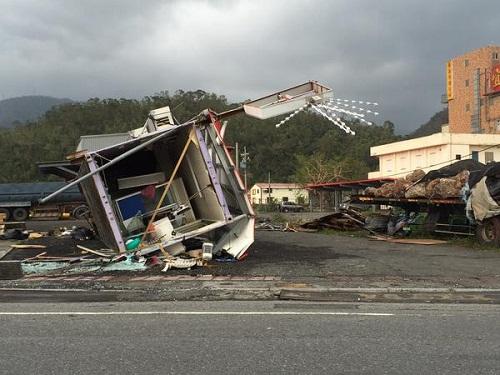 Tajwan - Ponad 1.2 mln osób bez prądu przez tajfun Dujuan -12