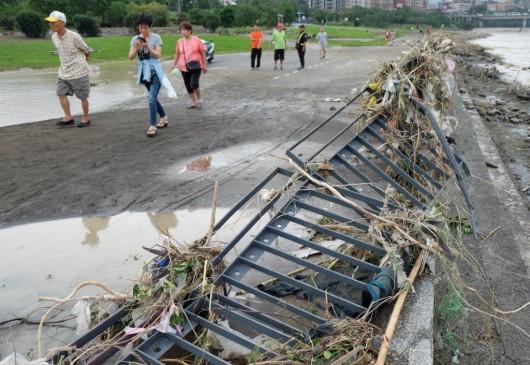 Tajwan - Ponad 1.2 mln osób bez prądu przez tajfun Dujuan -3