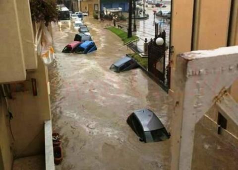 Włochy - Nawałnice na Sycylii, samochody pływały w miastach -3