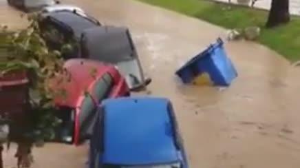 Włochy - Nawałnice na Sycylii, samochody pływały w miastach -4