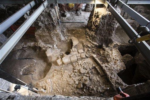 Włochy - W samym centrum Rzymu natrafiono na bardzo dobrze zachowane ruiny małego domu sprzed 2600 lat -3