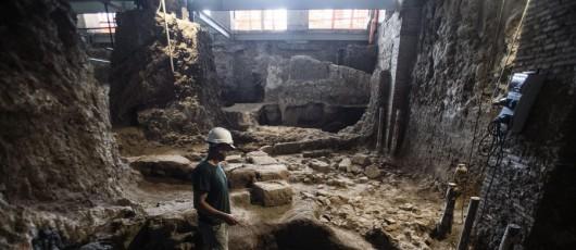 Włochy - W samym centrum Rzymu natrafiono na bardzo dobrze zachowane ruiny małego domu sprzed 2600 lat