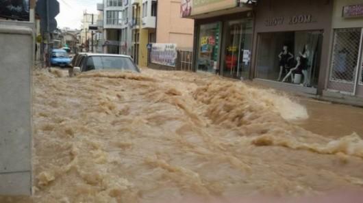 Attyka, Grecja - Ulewne deszcze i duża powódź, jedna osoba nie żyje, ogromne straty -2