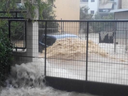Attyka, Grecja - Ulewne deszcze i duża powódź, jedna osoba nie żyje, ogromne straty -3
