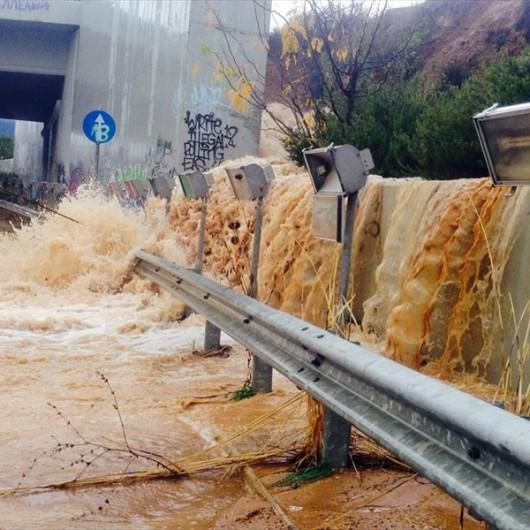 Attyka, Grecja - Ulewne deszcze i duża powódź, jedna osoba nie żyje, ogromne straty -4