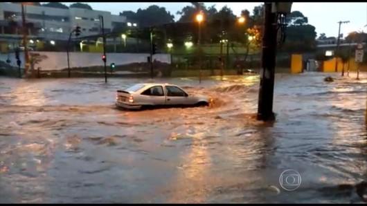 Belo Horizonte, Brazylia - Ulice dwumilionowego miasta zamieniły się w rwące rzeki -4