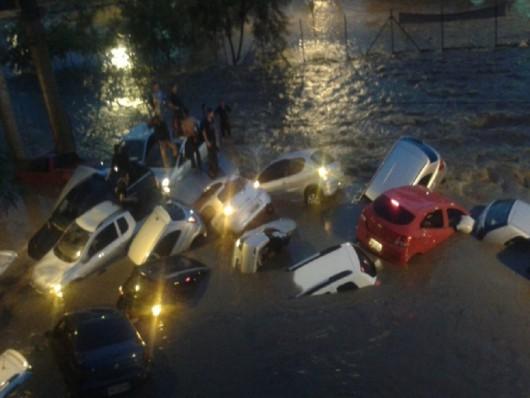 Belo Horizonte, Brazylia - Ulice dwumilionowego miasta zamieniły się w rwące rzeki -5