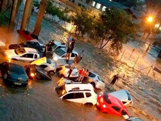 Belo Horizonte, Brazylia - Ulice dwumilionowego miasta zamieniły się w rwące rzeki