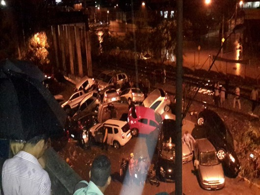 Belo Horizonte, Brazylia - Ulice dwumilionowego miasta zamieniły się w rwące rzeki -7