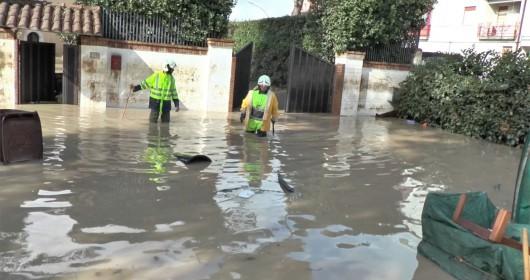 Benevento, Włochy - Ulewny deszcze doprowadził do powodzi i płynącego błota -1