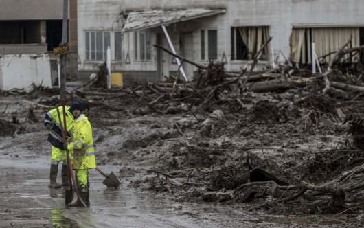Benevento, Włochy - Ulewny deszcze doprowadził do powodzi i płynącego błota -2