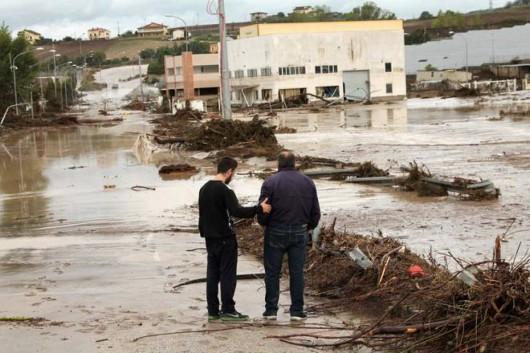 Benevento, Włochy - Ulewny deszcze doprowadził do powodzi i płynącego błota -3