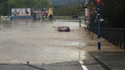Benevento, Włochy - Ulewny deszcze doprowadził do powodzi i płynącego błota -5