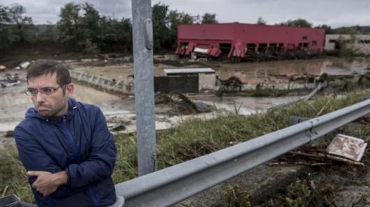 Benevento, Włochy - Ulewny deszcze doprowadził do powodzi i płynącego błota -7