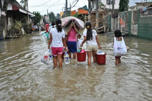 Filipiny - Prędkość wiatru tajfunu Koppu sięgała 210 km_h -2