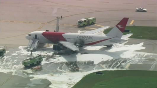 Floryda, USA - Na lotnisku zapalił się silnik samolotu pasażerskiego -1