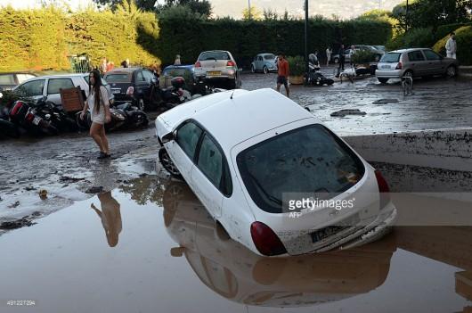Francja - Ulewne deszcze zabiły co najmniej 13 osób -12