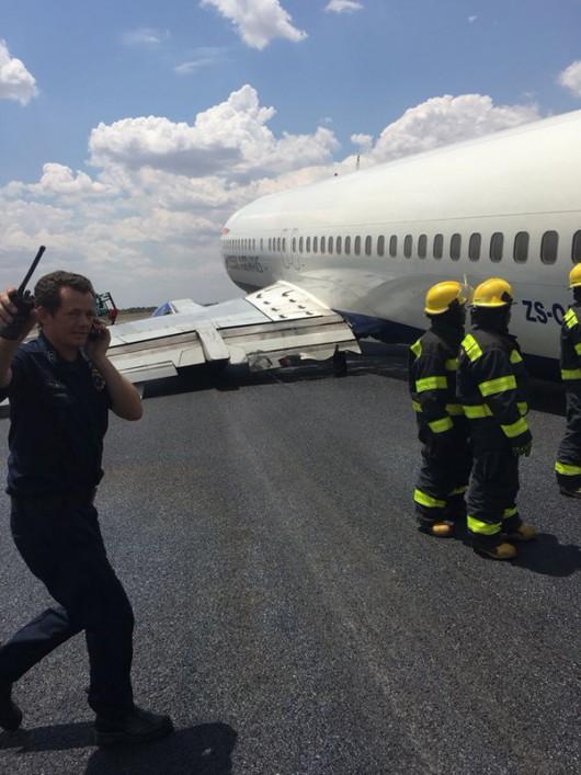 Johannesburg, RPA - Podczas lądowania samolotu pasażerskiego British Airways odłamało się podwozie lewego skrzydła