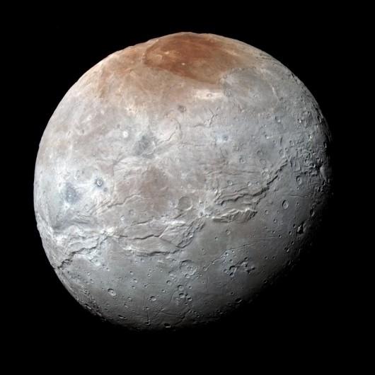 Księżyc Plutona Charon na wysokiej rozdzielczości zdjęciu wykonanym 14 lipca 2015 roku /NASA/JHUAPL/SWRI /materiały prasowe