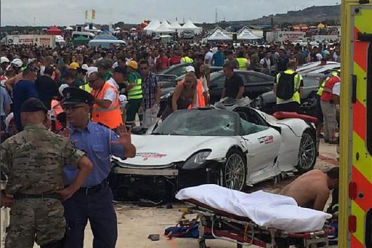 Malta - Porsche 918 Spyder wpadło w tłum ludzi w czasie pokazu charytatywnego -7