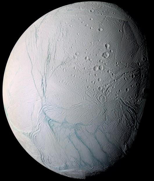 NASA opublikowała najnowsze zdjęcia Enceladusa, lodowego księżyca Saturna -3