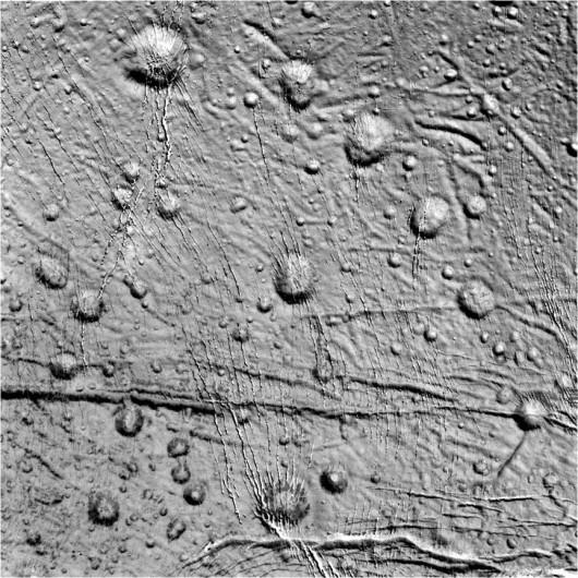 NASA opublikowała najnowsze zdjęcia Enceladusa, lodowego księżyca Saturna -4
