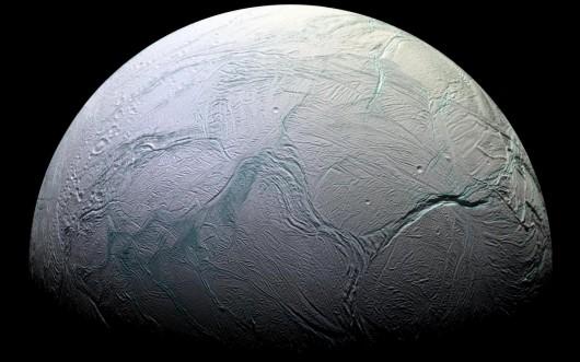 NASA opublikowała najnowsze zdjęcia Enceladusa, lodowego księżyca Saturna -5