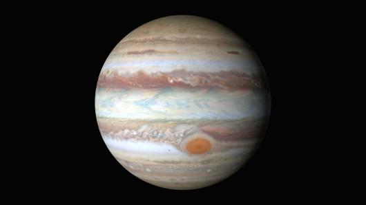 NASA opublikowało nowe zdjęcia Jowisza, czerwona plama zmienia rozmiar