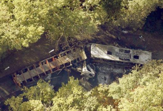 Puisseguin, Francja - Czołowe zderzenie autobusu z ciężarówką wiozącą drewno, zginęły 43 osoby, tylko 8 osób przeżyło -3