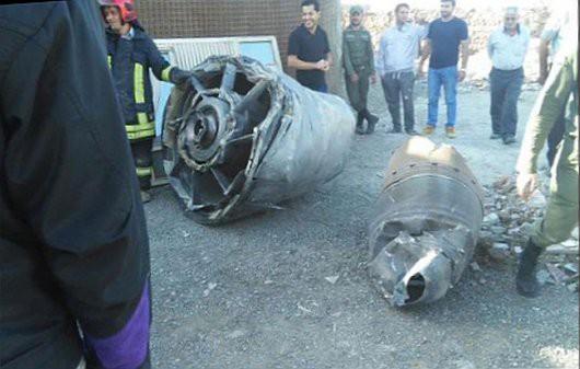 Teheran, Iran - Na ulicę spadł kawałek silnika ze startującego Boeinga 747 -2