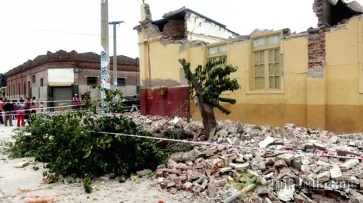 Zdjęcie zniszczonych budynków (Xinhua/La Gaceta de Tucuman/TELAM/IANS)