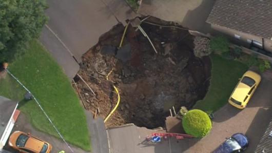 UK - Lej krasowy w St Albans, głęboki na 10 m, a szeroki na 20 m -1