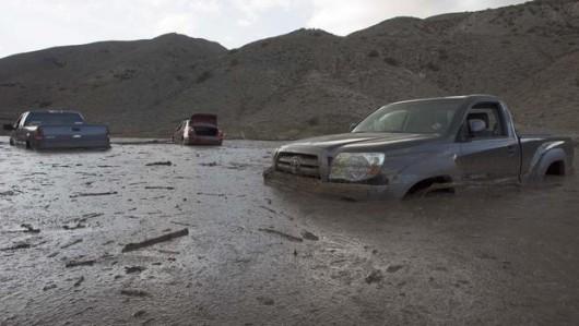 USA - Lawina błotna na pustyni Mojave zalała 5 km drogi ekspresowej nr 58 -11