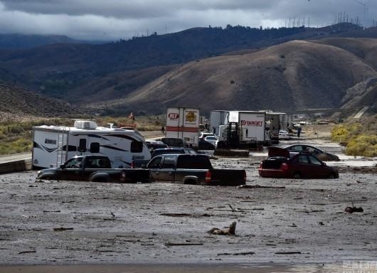 USA - Lawina błotna na pustyni Mojave zalała 5 km drogi ekspresowej nr 58 -6