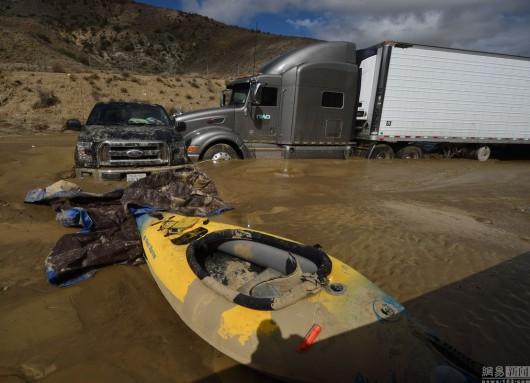 USA - Lawina błotna na pustyni Mojave zalała 5 km drogi ekspresowej nr 58 -8