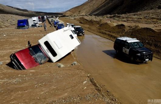USA - Lawina błotna na pustyni Mojave zalała 5 km drogi ekspresowej nr 58 -9
