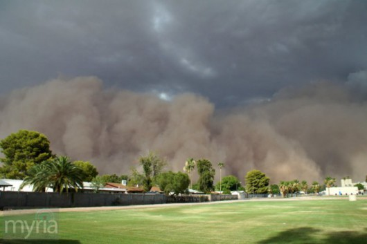 USA - Ogromna burza piaskowa nad Arizoną