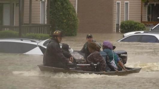 USA - Rekordowo duże opady w Karlinie Południowej, od piątku spadło 600 lmkw deszczu -3
