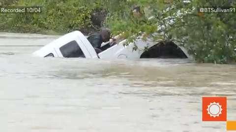 USA - Rekordowo duże opady w Karlinie Południowej, od piątku spadło 600 lmkw deszczu -4