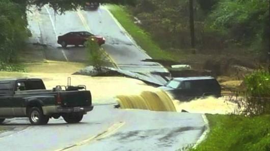 USA - Rekordowo duże opady w Karlinie Południowej, od piątku spadło 600 lmkw deszczu -7