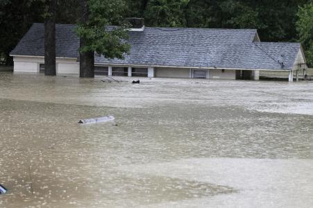 USA - Rekordowo duże opady w Karlinie Południowej, od piątku spadło 600 lmkw deszczu -9