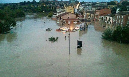Włochy - Niż Steffan wywołał potężne ulewy, pięć osób nie żyje -3
