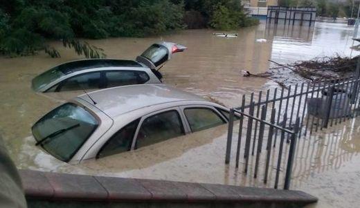 Włochy - Niż Steffan wywołał potężne ulewy, pięć osób nie żyje