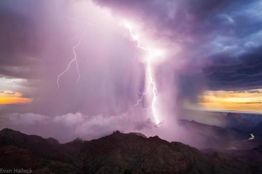 Widowiskowa burza w Wielkim Kanionie